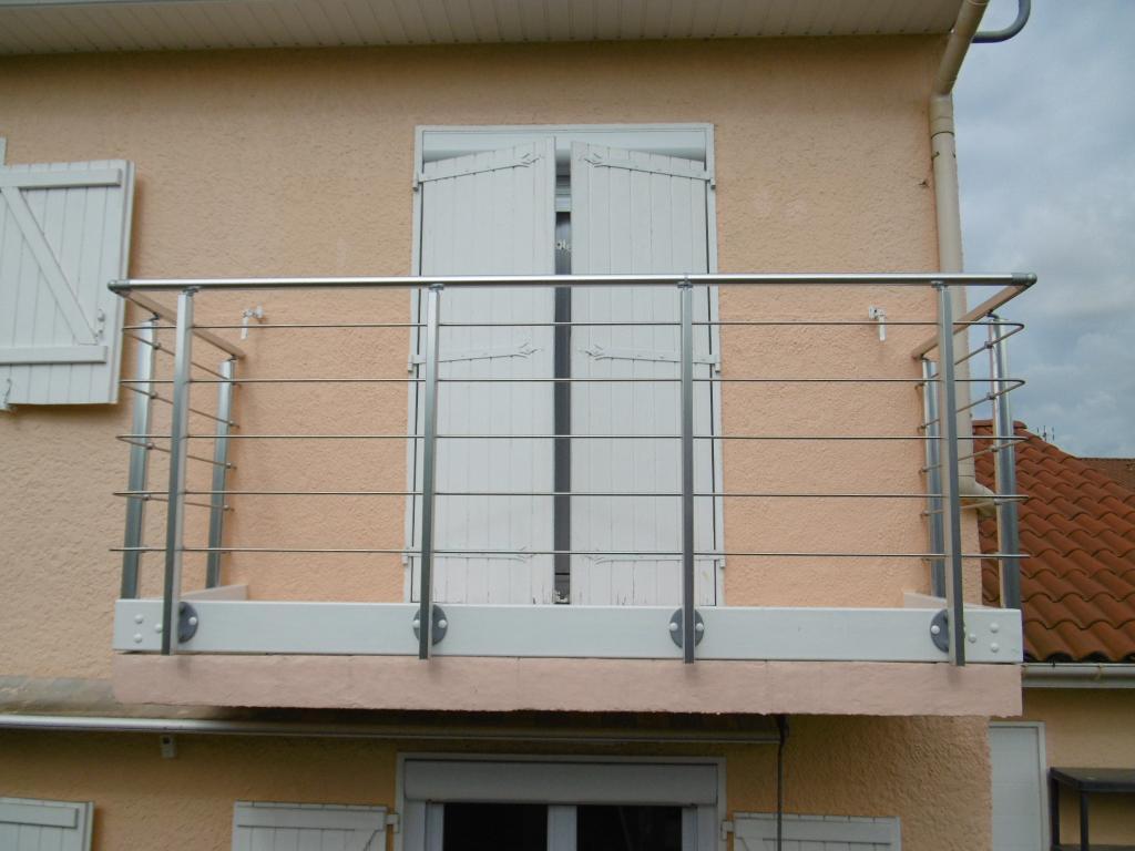 Protection de balcon à l'aide d'un garde corps inox en tubes ronds