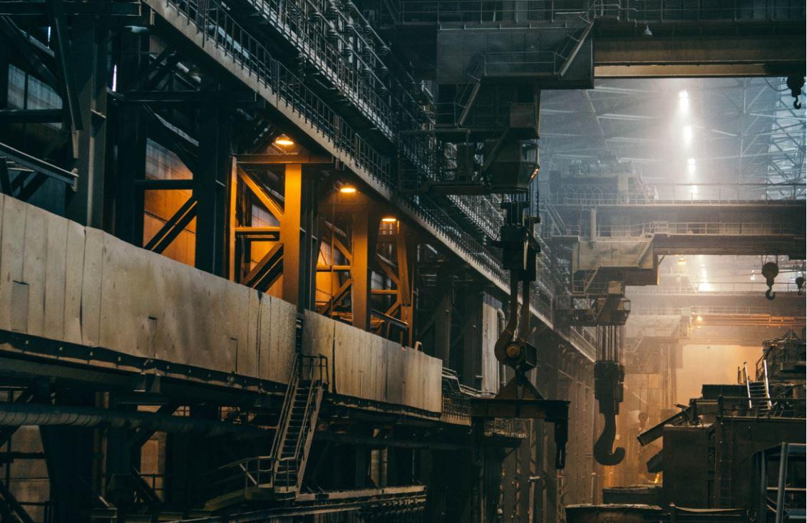 Usine de fabrication de profilés laminés et étirés en acier